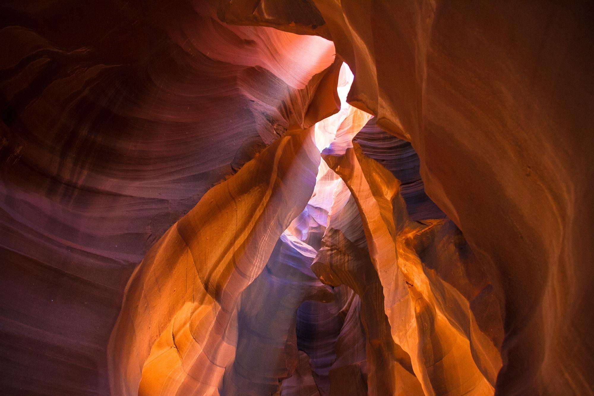Antelope Canyon, rocas, luz, rayos de sol, rayos de luz, canon, pierdras, curvas.