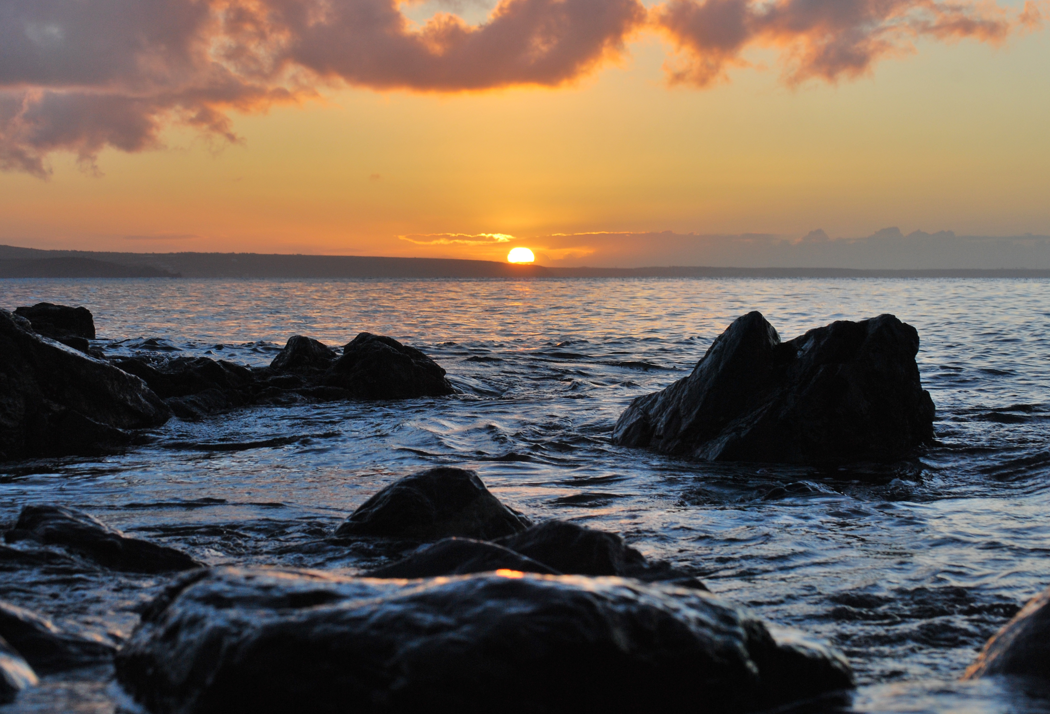 Sunset between rocks, sunset, dusk, ocean, sea, rocks, boulders, clouds, water, horizon, sky