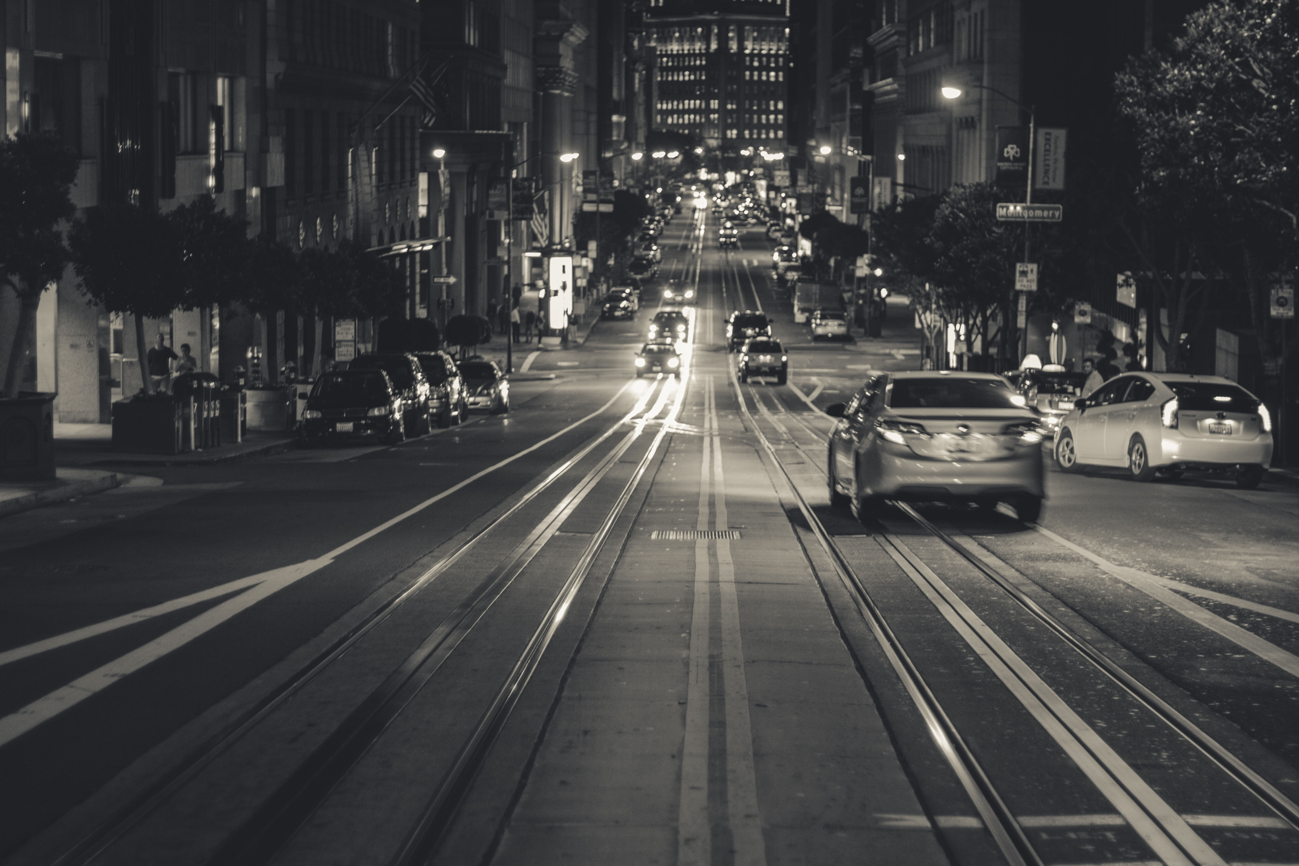 Streets of San Francisco in black and white, San Francisco, black and white, street, cars, people, night, steep street