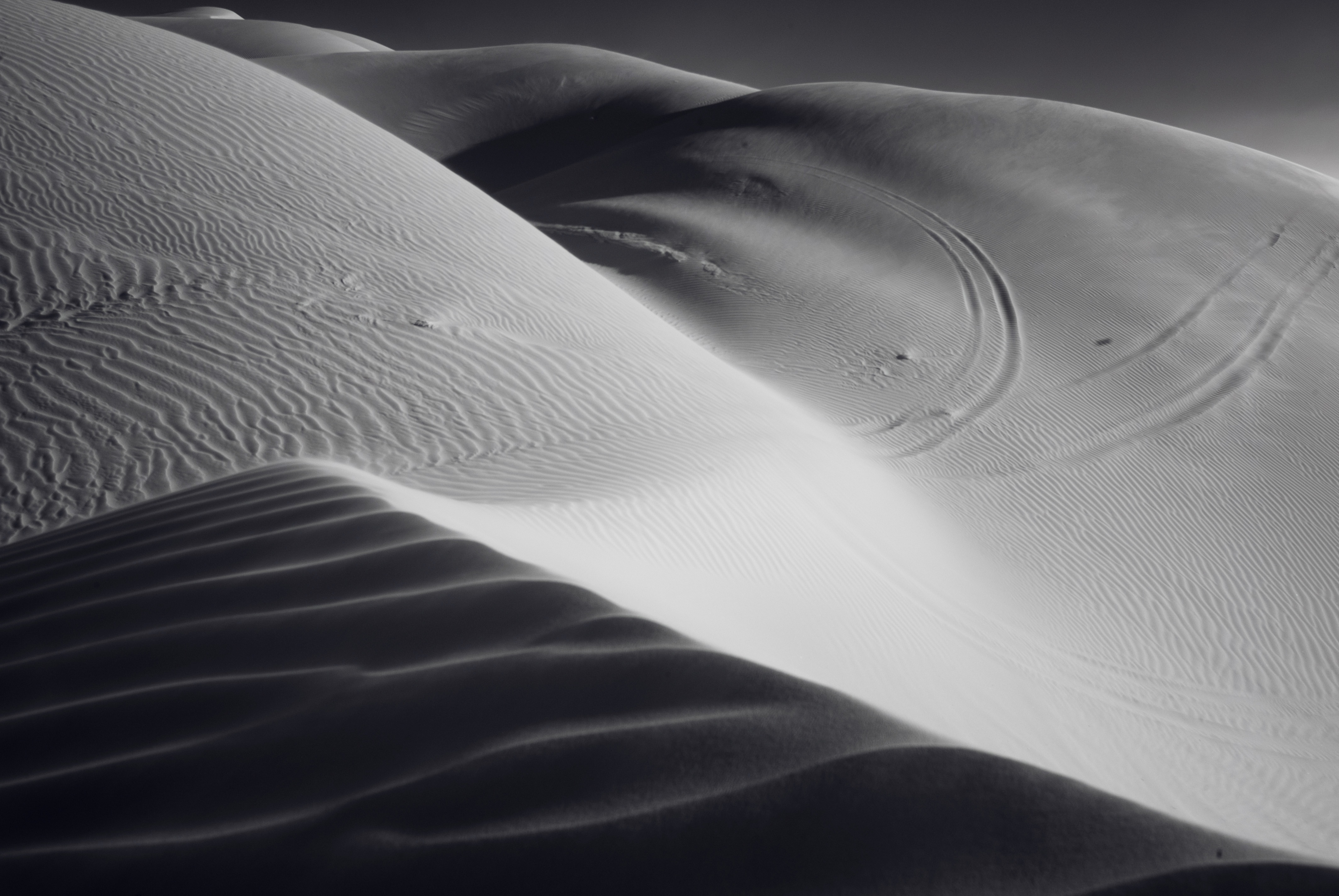 Picalls.com | Black and white desert by jason hughes.
