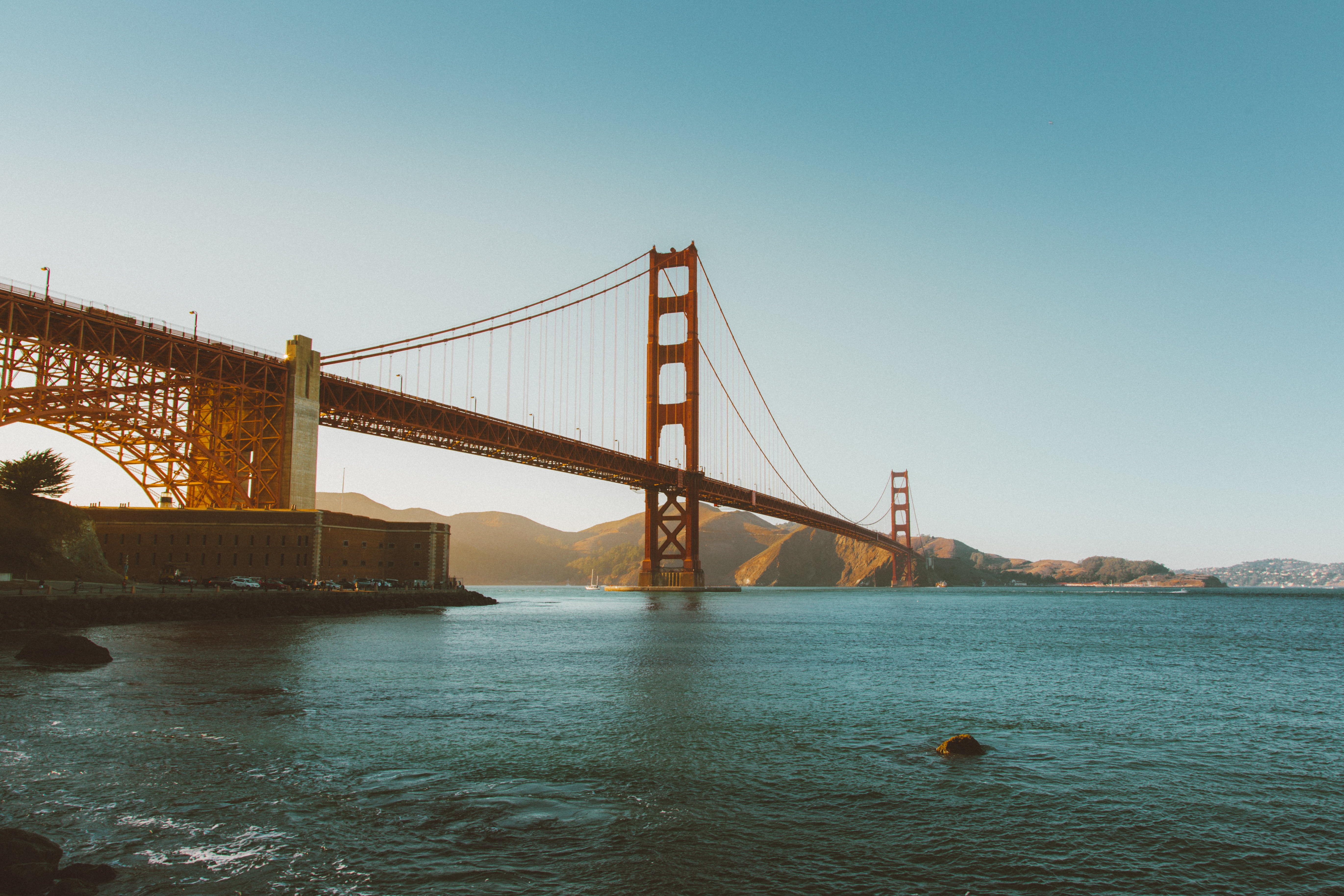 Golden Gate Bridge at sunset, San Francisco, architecture, bay, water, mountains, sunshine, summer, blue, sky, puente, torres, atardecer
